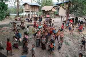 Vi møter alltid mange barn når vi kommer til en landsby. Det er kanskje ikke så rart når en kvinne kan føde opp til 17 barn!