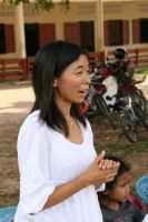 Kine oppmuntrer skolebarna til å fortsette med utdannelsen