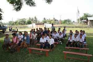 Utdelingsdagen er en festdag der foresatte kommer sammen med barna for å motta skolepakken