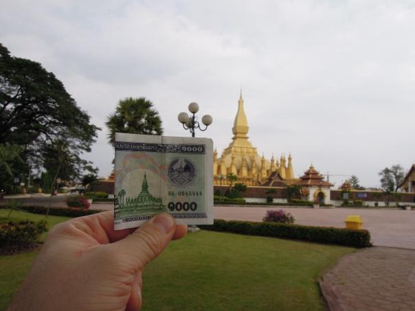 Besøk ved Thatloang Stupa, ved velkjent landemerke i Laos, ikke minst avbildet på pengeseddlene.