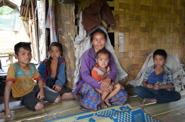 En av mødrene vi var på besøk hos gliste fra øre til øre da vi ga henne og barna noen få klesplagg