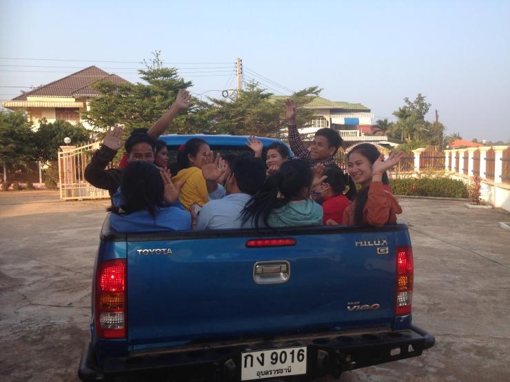 Plutselig var festen slutt og mange av studentene måtte kjøres hjem til internatet på lærerhøyskolen.