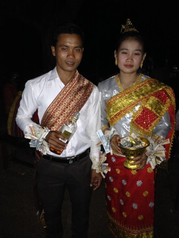 Vi ønsker brudeparet all mulig lykke for framtida