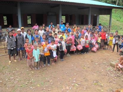 Her har vi staben og skolen i ladsbyen vi overnattet i