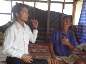 Thongkan og Faren hjemme i huset sitt